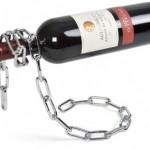 Uwięziona butelka- stojak na wino